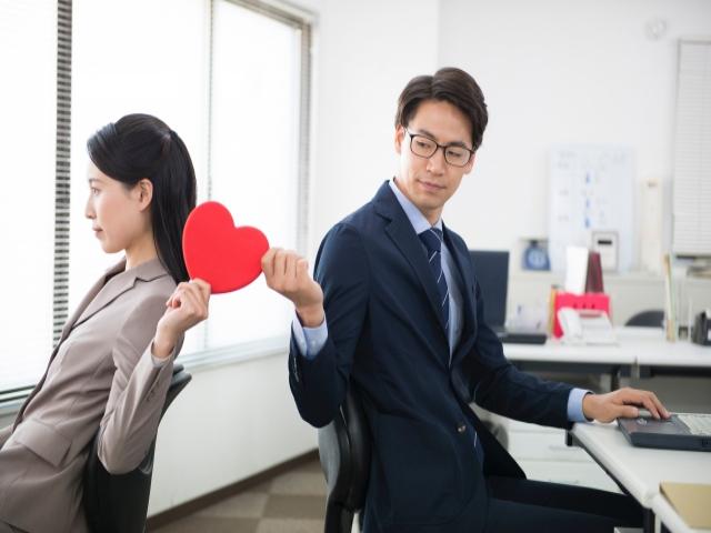 職場恋愛はきまづいもの?異性に悩み相談するのは要注意!