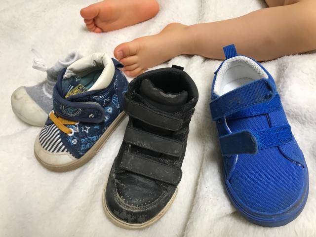子どもの靴を洗うとき、正しい洗い方は?頑固な汚れを落とす方法を解説!