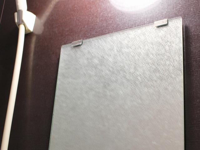 お風呂の鏡を綺麗に保つにはどうしたらいい??鏡の水垢にはアルミホイルが効くって本当?!