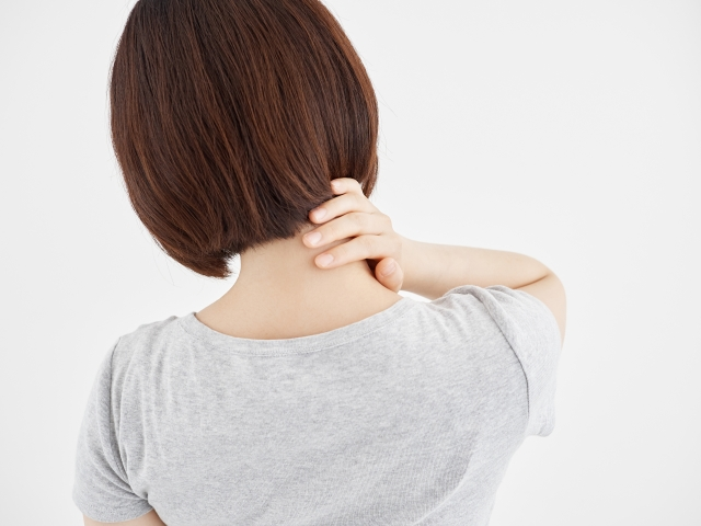 ストレートネックによる痛みが治らない。原因や対処法をご紹介します!