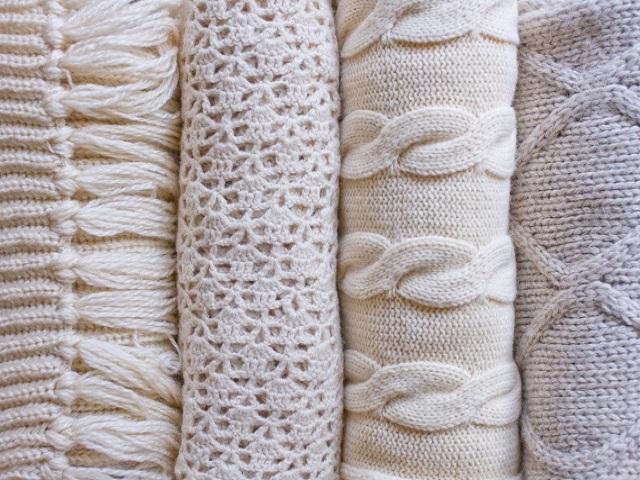 セーターのチクチクをなくす方法はなんてあるの?チクチクの原因と対策法とは