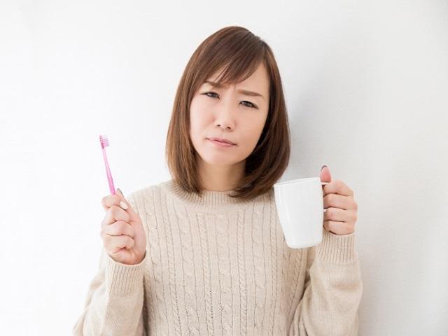 歯磨きに使うコップは汚い?!手で口をゆすぐ派の主張はコレだ!!