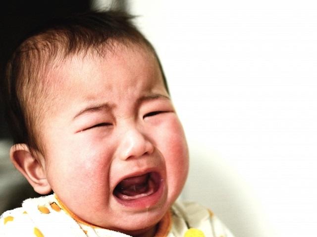飛行機で赤ちゃんの泣き声がうるさい時の対処法は?おすすめの過ごし方とは?