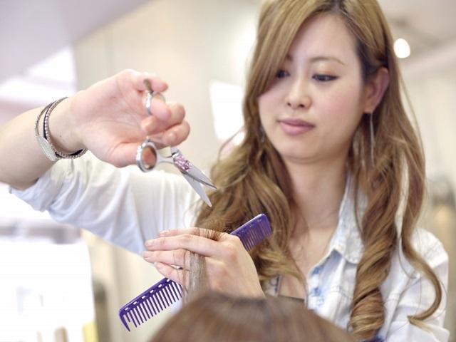 美容師として女性も活躍できる!!結婚後も変わらず続けるためのコツとは⁉